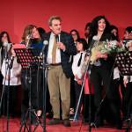 Sul palco, tra gli altri la direttrice della scuola Anna Maria Di Mezza, il presentatore Massimo De Santis e il sindaco